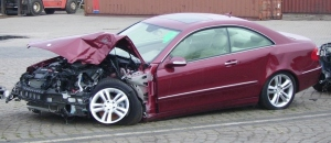 Crashed_Mercedes-Benz_Coupe