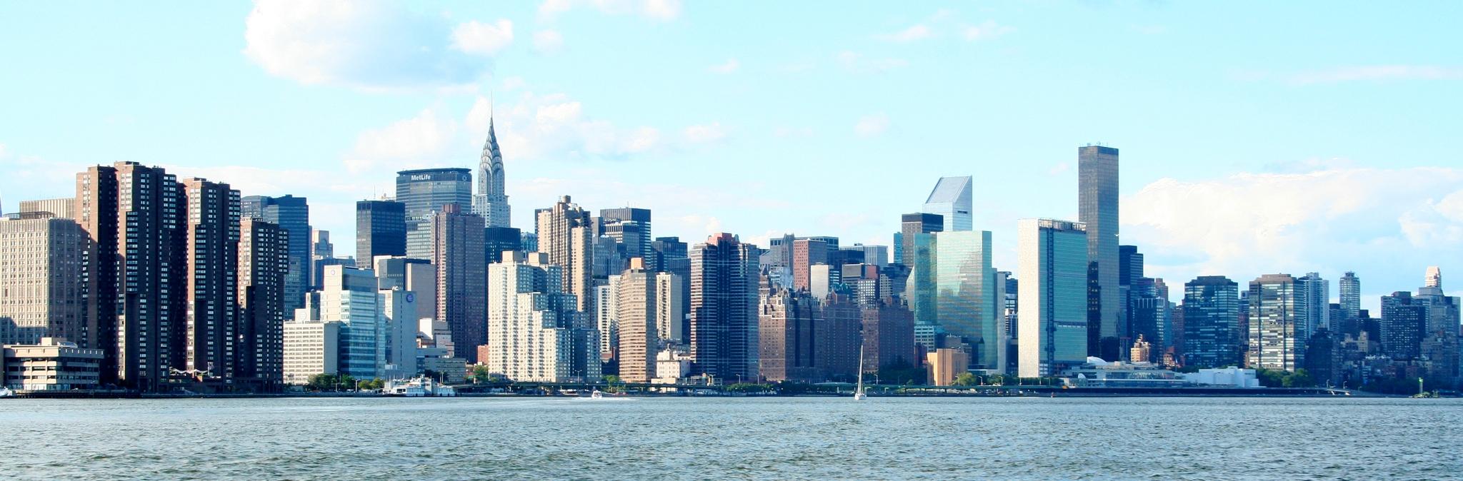 Manhattan_Skyline_-_Flickr_-_Peter_Zoon