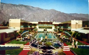 Hotel_La_Fonda,_Palm_Springs,_California_postcard_(1950s)