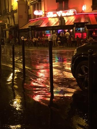 rainy-night-in-paris